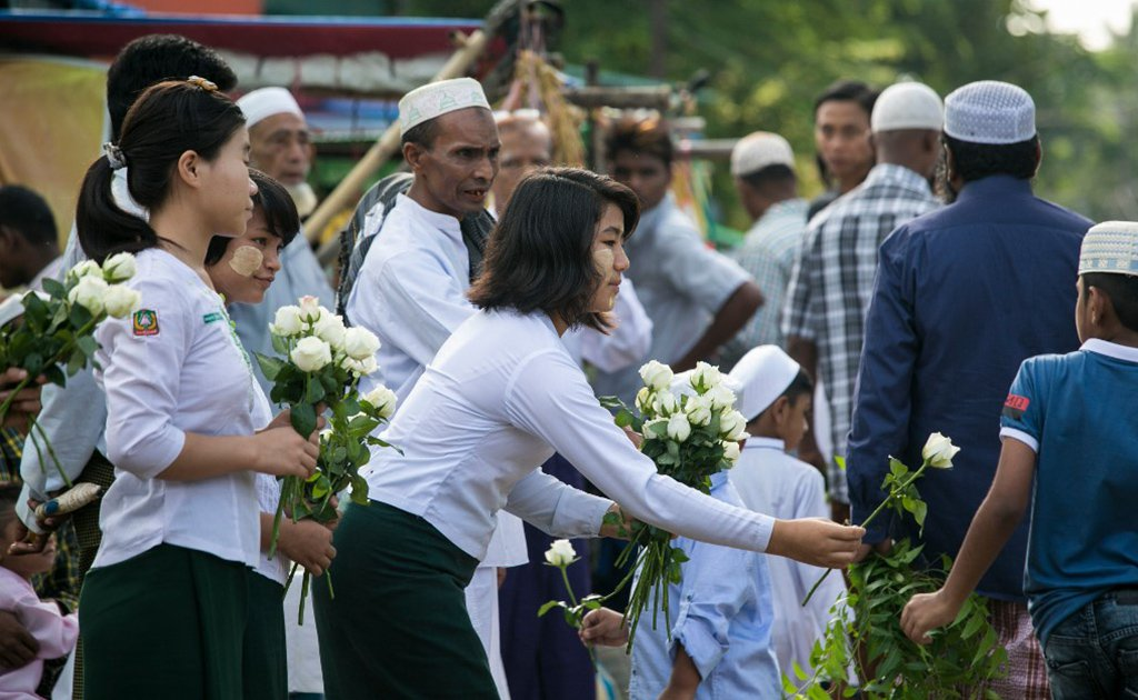"""15,000 white roses for Muslims to celebrate Eid"".  Sincerely, Buddhists of Myanmar."